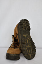 Load image into Gallery viewer, Nevados hiking boots, size 6