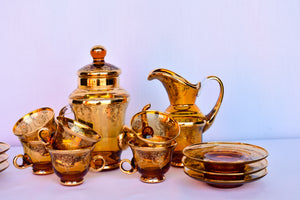 Gorgeous amber coloured coffee/tea 15 piece set - pick up only
