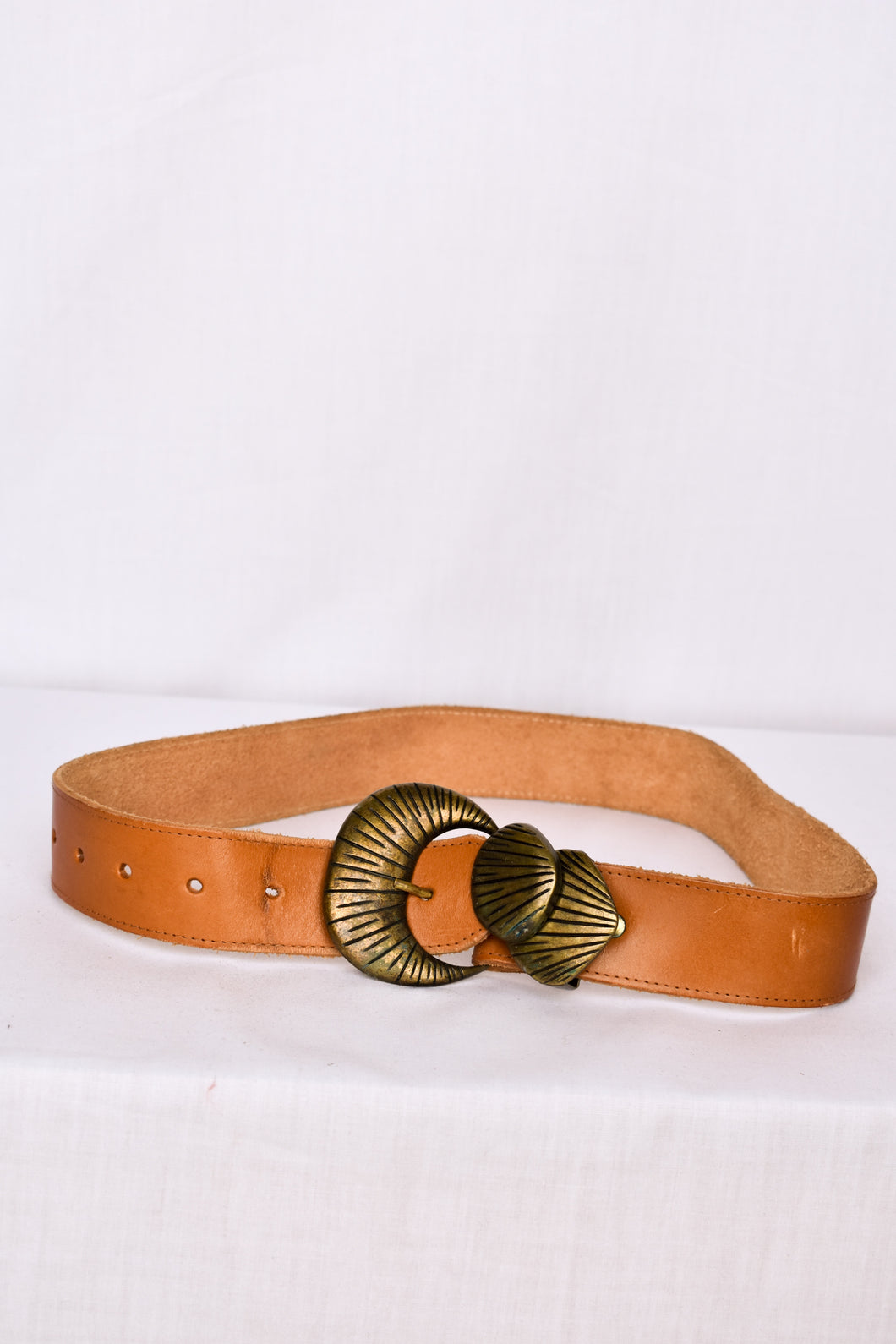 Tan leather belt with shell buckle, 78cm