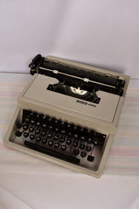 Olivetti Dora typewriter PICK UP ONLY