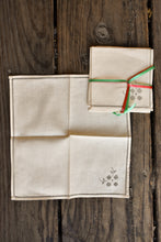 Load image into Gallery viewer, 4x cream napkins with grey details