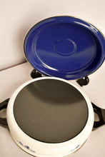 Load image into Gallery viewer, Enamel ware blue and white casserole dish