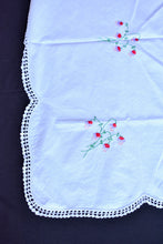 Load image into Gallery viewer, White tablecloth with floral embroidery