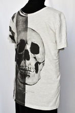 Load image into Gallery viewer, Grey skull tee, size M