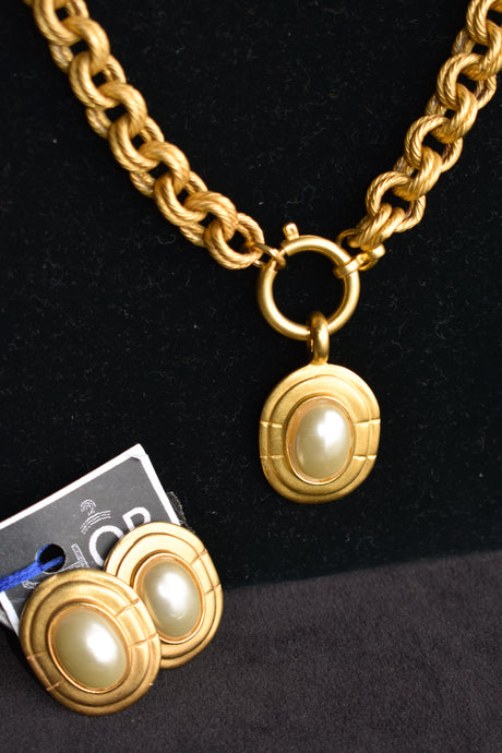Chunky gold coloured clip on earrings and necklace 3 piece set