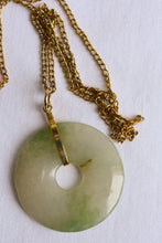Load image into Gallery viewer, Donut shaped stone pendant with gold coloured chain