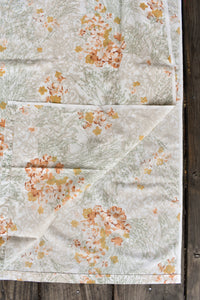 Cute retro sheet with floral design