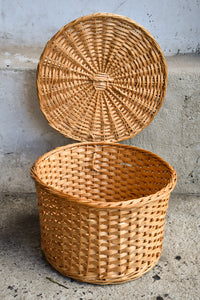 Small round lightweight basket attached lid, 22cm tall