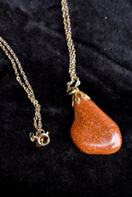 Load image into Gallery viewer, Rust coloured sparkly stone necklace