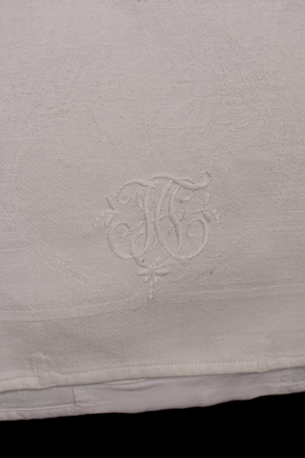 White rectangle damask runner