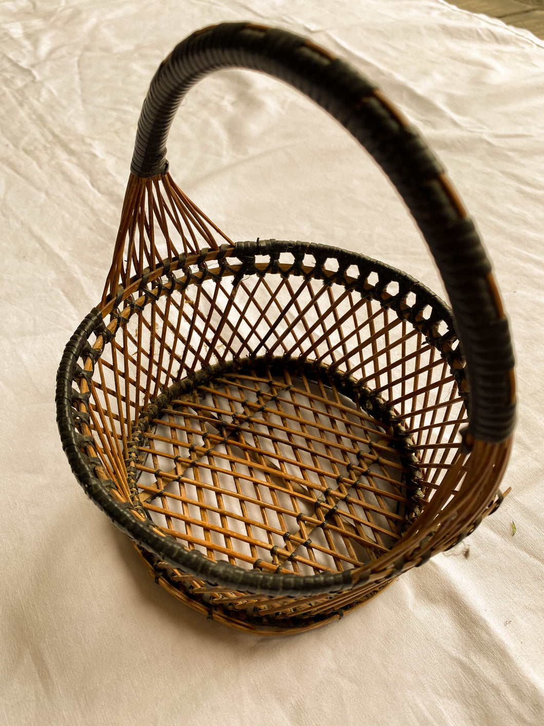 Small round basket with handle