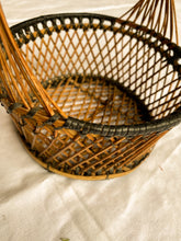 Load image into Gallery viewer, Small round basket with handle