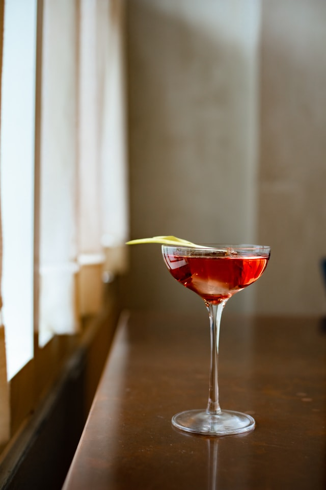A Complete Guide to the Cosmopolitan Cocktail