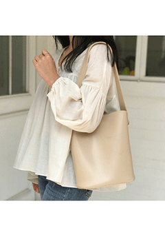Chekhov Shoulder Bag