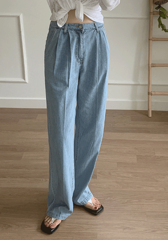 The Reason Why Wide Denim Jeans