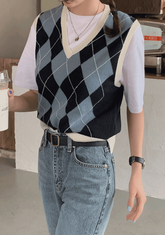 Incredible Strength Argyle Knit Vest