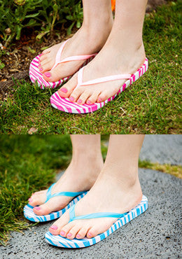 CHUU<BR>Fay Fream Wave Patterned Flip-Flops