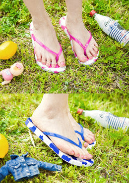 CHUU<BR>Milky Way Cow Pattern Flip-Flops