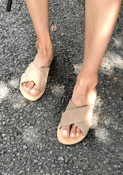 Hutt Crossed Strap Sandals