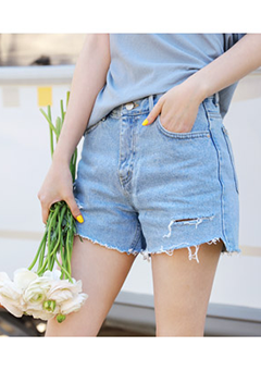 Middle Thigh Rip Denim Shorts