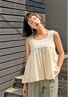 Stein Square Neck Lace Details Embordered Sleeveless Blouse