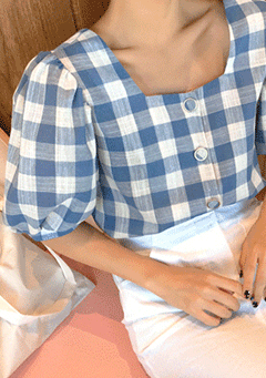 Cedar Berry Checked Puffed Blouse