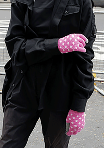 Touch Screen Gloves -Dancing Dot (Pink)