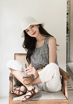 Dream Laugh Checked Sleeveless Blouse
