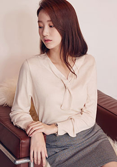Mini Short Tie V Neck Sweater