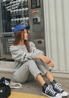 Village Factory Sweatshirt Pants Set