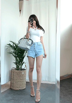 Four Buttons Denim Shorts