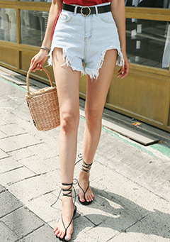 Outside Cutting Denim Shorts