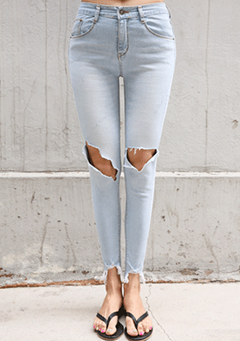 Cutout Knee Distressed Skinny Jeans