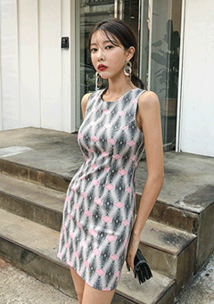 Optical Illusions Sleeveless Dress