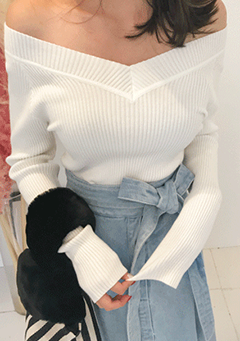 Solid V-Neck Ribbed Knit Top