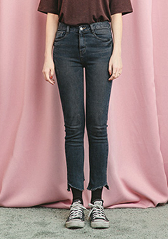 Cropped Asymmetric Cut Straight Jeans