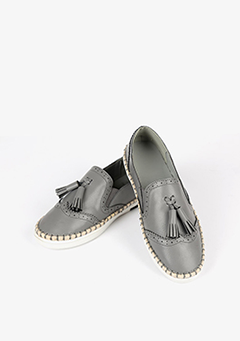 Dot Piercing Tassel Loafers