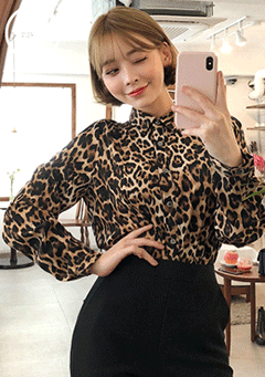 [CHUU MADE] Chic Leopard Blouse