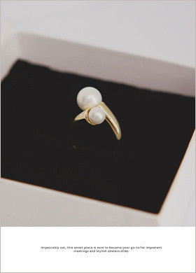 Clonie Thick Ring Two-Pearl Ring