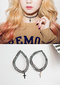 Thirty Bamjjae Loop Cross Pendant Choker