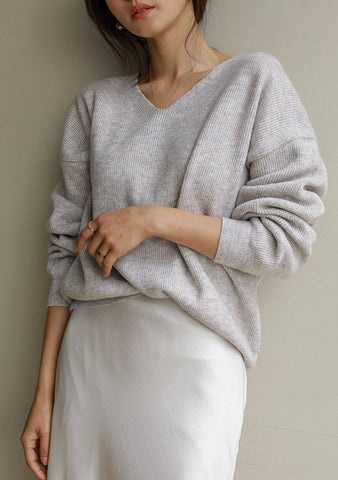 Repeated Refrains V-Neck Knit Top