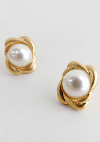 Different Scenarios Pearls Earrings