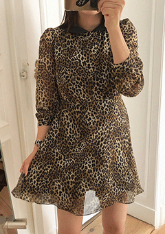 Holding Back Leo Print Puffed Dress