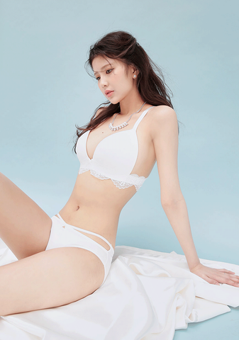Pure Holic Lace Bra + Pantie Set