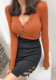 Bean V Button Knit Top