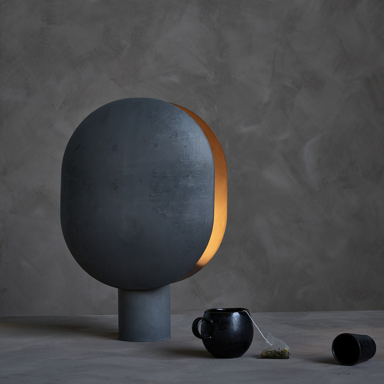 Clam Table Lamp - Burned black