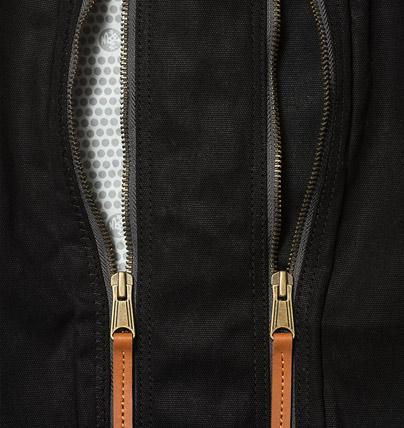 Manduka Journey On Local Mat Bag - Black - zipper detail | Eco Yoga Store