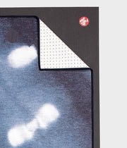 Manduka Yogitoes Mat Towel - Tie Dye Splash - lying flat, corner folded over | Eco Yoga Store