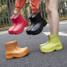 Load image into Gallery viewer, Sootheez rain boots