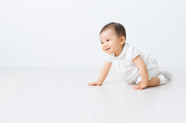 children who have been crawling for a long time have a more stable gait and are less likely to fall.